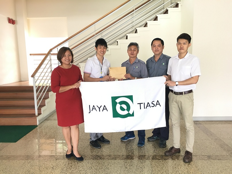 Jaya Tiasa staffs helps out a cancer-stricken colleague